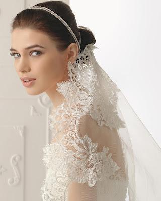 Peinado de novia con velo y tocado