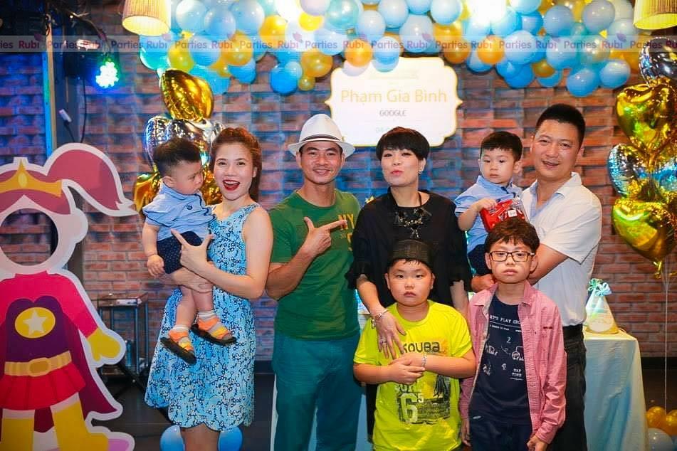 Trang tri sinh nhat cho be theo chu de Hoang Tu