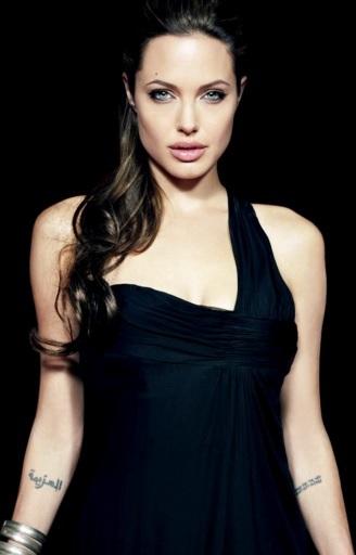 Foto de Angelina Jolie con vestido negro