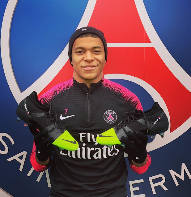 Mbappé Nike Mercurial Superfly VI boots