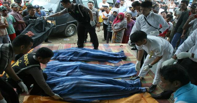 AGEN BOLA - Korban kapal karam di Pantai Watu Kodok ditemukan tewas