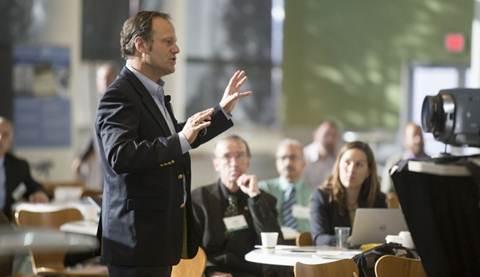Presentasi produk dikalangan investor atau calon pembeli