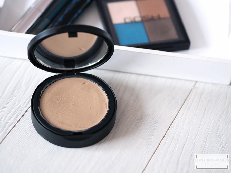 Gosh Foundation plus+ Creamy compact  Kompaktný make-up pre dokonalý vzhľad