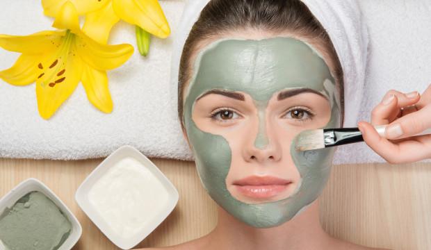 Comment utiliser de la bentonite pour rendre la peau plus jolie et lisse