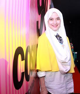 Andhara Early sudha pakai Hijab dan Gamis