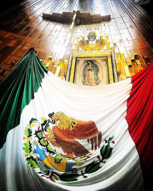 Conoce los símbolos antiguos que aun se conservan en las las tradicionales peregrinaciones a la Basílica de Nuestra Señora de Guadalupe en Ciudad de México  Si pareció interesante te invito a adquirir mis libros en este enlace: https://chicosanchez.com/tienda?olsPage=t%2Flibros Mi web: http://www.chicosanchez.com