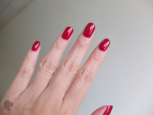 essie-gel couture-bubbles only-試色