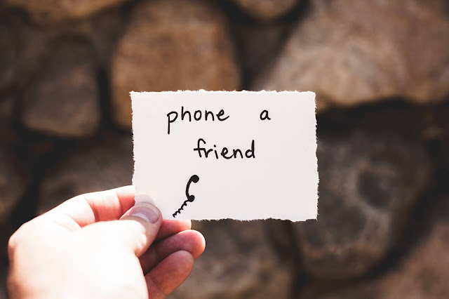 Hand-holding-note-saying-phone-a-friend