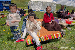 Melihat Keunikan Piknik Penduduk di Negeri Tibet