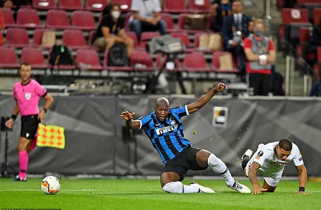 """Bi kịch Lukaku: San bằng thành tích Ronaldo """"béo"""", đá phản làm Inter mất cúp"""