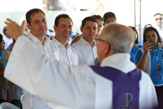 Paulo Câmara participa de missa de Finados no Paulista