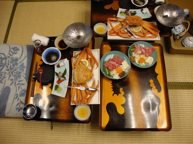 i piattini con le diverse portate della cena