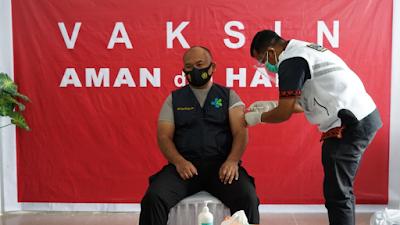 Kapolres Simalungun AKBP Agus Waluyo Ikut Divaksinasi di RS. Rondahaim Saragih