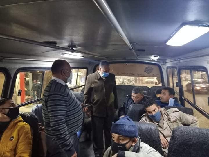 محافظ أسيوط يتابعوا إرتداء الكمامات بوسائل النقل  أسيوط