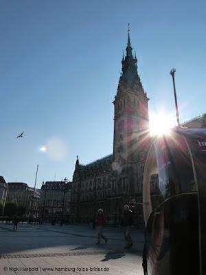 Rathaus Hamburg, Sonne, Fahrrad-Taxi