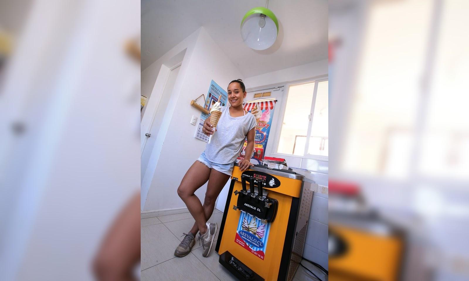 Maka Pinto vende helados en su casa