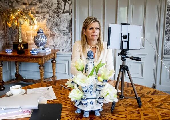 Queen Maxima wore a new silk blouse and trousers from Natan. Queen Maxima wore a new trousers from Massimo Dutti. Cartier gold necklace