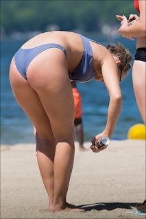 rubia culona espiada playa