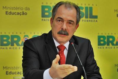 """Ministério da Educação estuda """"eliminar"""" literatura portuguesa do currículo das escolas"""