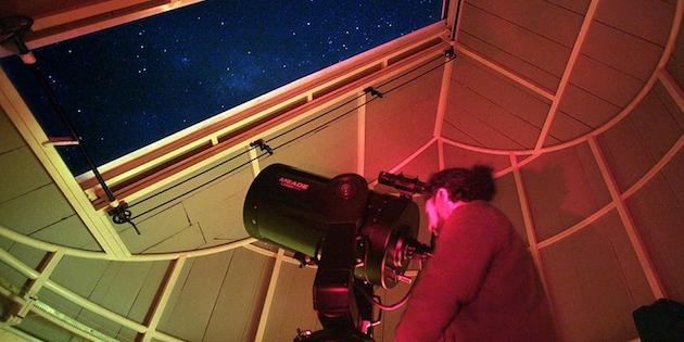 Observación astronómica desde domo en Valle del Elqui
