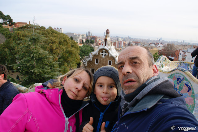 Noi tre di ViaggiamoHg dal Parc Guell