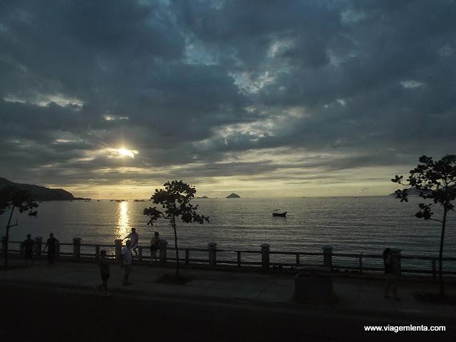 Nascer do sol ao norte da cidade de Nha Trang
