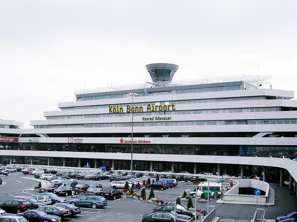 Bitte lassen Sie Ihr Gepäck nicht unbeaufsichtigt.... - Airport Terminal CGN