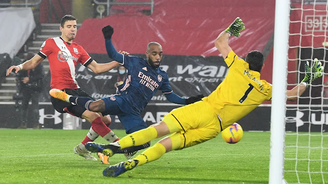 Lacazette scores in Arsenal 3-1 win at Southampton