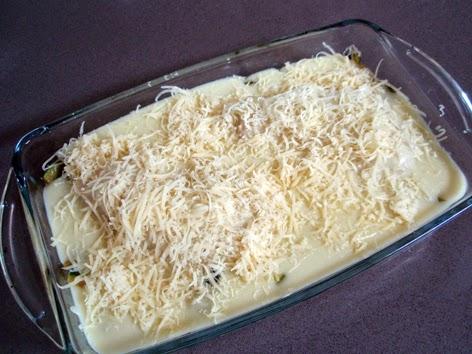Pechuga de pollo con calabacines lista para gratinar