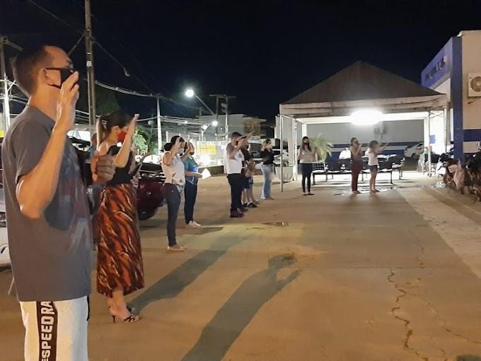 Fiéis realizam clamor em frente ao HM de Jaru para abençoar pacientes e profissionais da saúde