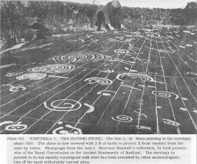 Камень Кончо (Concho Stone) так называется археологический памятник в Англии. Открыт (найден) археологами в 19 веке и был засыпан землёй в 1965 году дабы уберечь место от вандалов. В 2015 археологи снова раскопали камень, чтобы его изучить.  The Mysterious Concho Stone Фото начала 20-го века. Археологи белой краской обозначили рисунки на камне. Местоположение: Западный Дамбартоншир, Шотландия