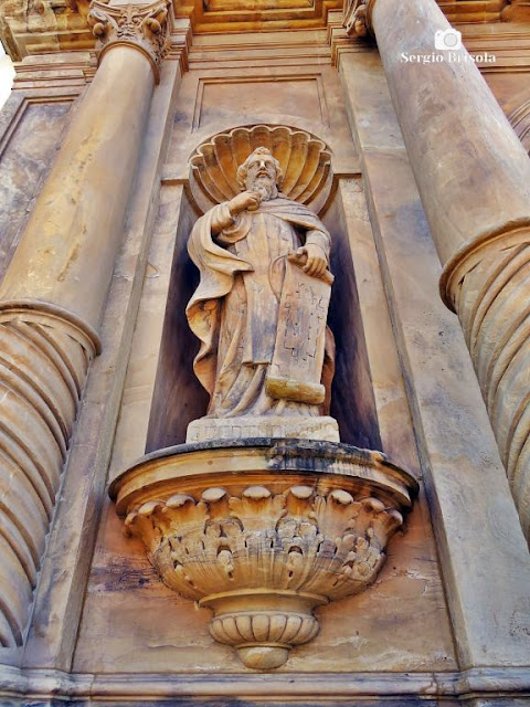 Perspectiva inferior da Estátua São Bertoldo - Paróquia Nossa Senhora do Carmo - Bela Vista