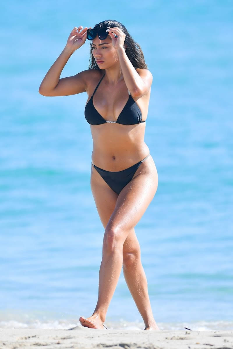 Montana Yao Clicked in Bikini at a Beach in Miami 17 Dec-2020