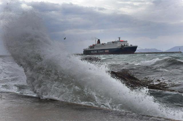 Προβλήματα από τους ισχυρούς ανέμους στις ακτοπλοϊκές συγκοινωνίες