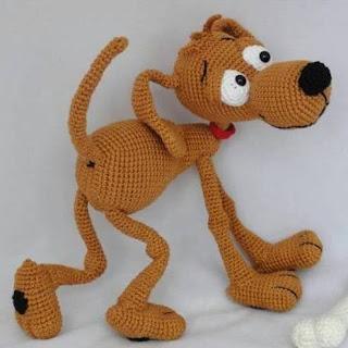 Вязаная собака Дуг
