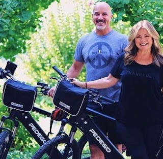 Tom Vitale & his wife Valerie Bertinelli with bicycle