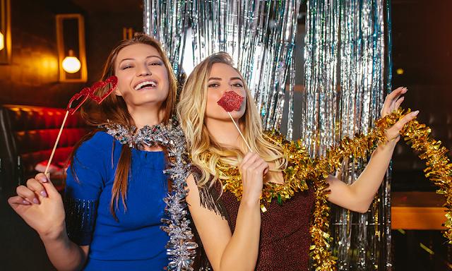Cine spune ca Revelionul inseamna doar rochii si tocuri? Petrece in stilul tau!