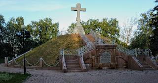 Полтава. Вул. Шведська Могила. Братська могила загиблих російських воїнів на полі Полтавської битви