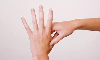 سنتعرف على تفسير رؤية أصابع اليد اليسرى في المنام و تفسير رؤية الاصابع في المنام و تفسير حلم الأصابع للمتزوجه و تفسير رؤية اصابع اليد اليسرى في المنام للعزباء ورفع اصبع السبابة في المنام و تفسير حلم اصابع اليد الزائدة و تفسير حلم  الأصابع للعزباء و مرض أصابع اليد في المنام