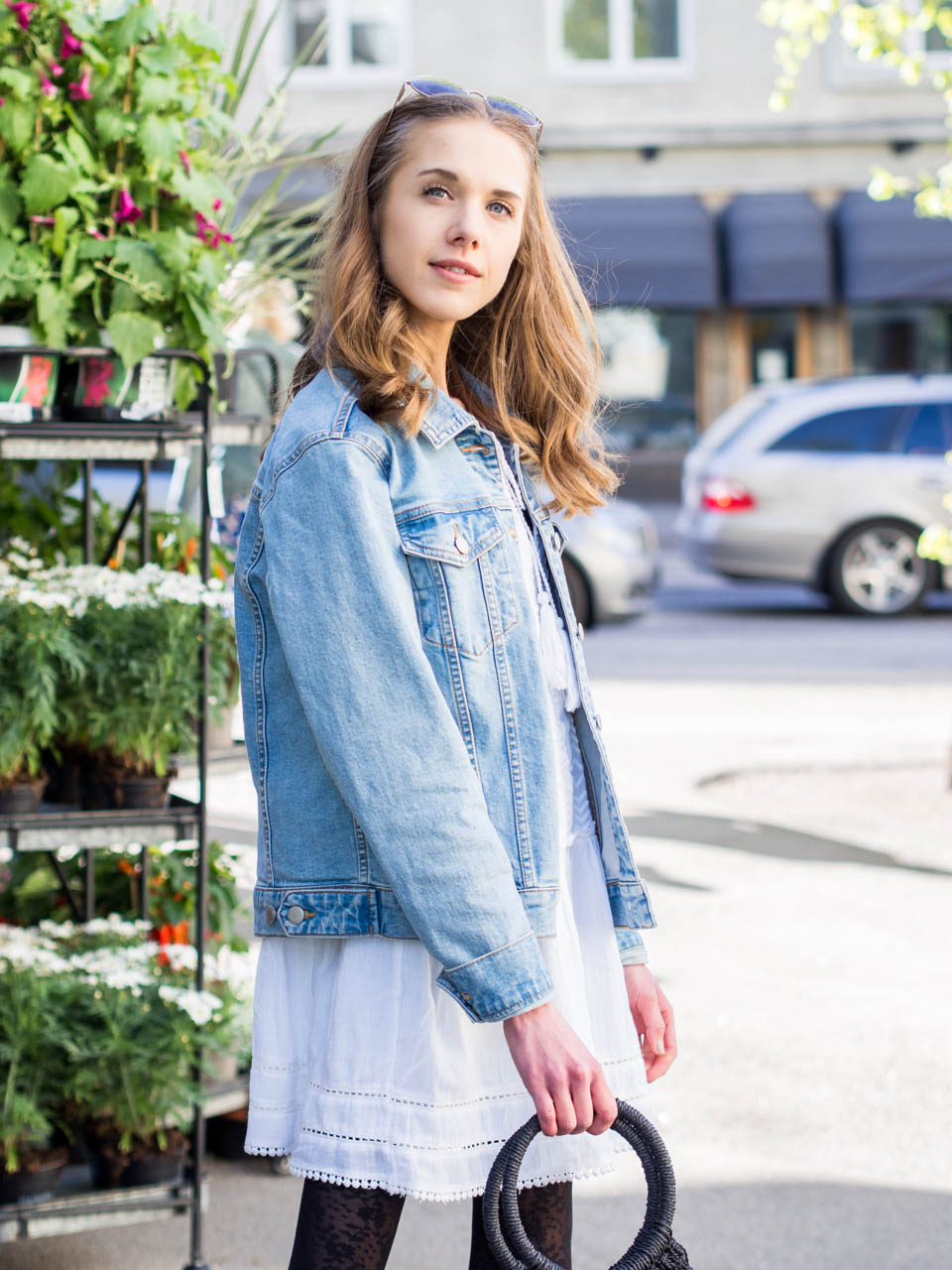 fashion-blogger-outfit-inspiration-early-summer-layering-dress-denim-jacket