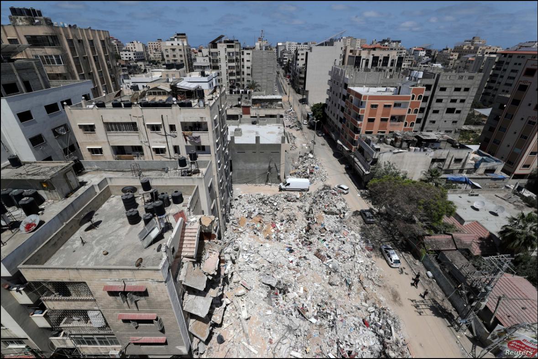 Una vista general del estado en que quedaron algunas partes de la ciudad de Gaza tras los bombardeos ocurridos durante 11 días de conflicto hasta el pasado 20 de mayo de 2021 / REUTERS