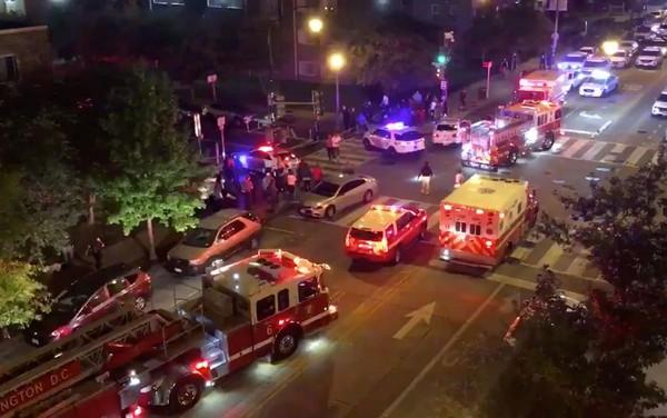 Veículos de resgate são vistos após um tiroteio em Washington — Foto: Chris G. Collison / via REUTERS