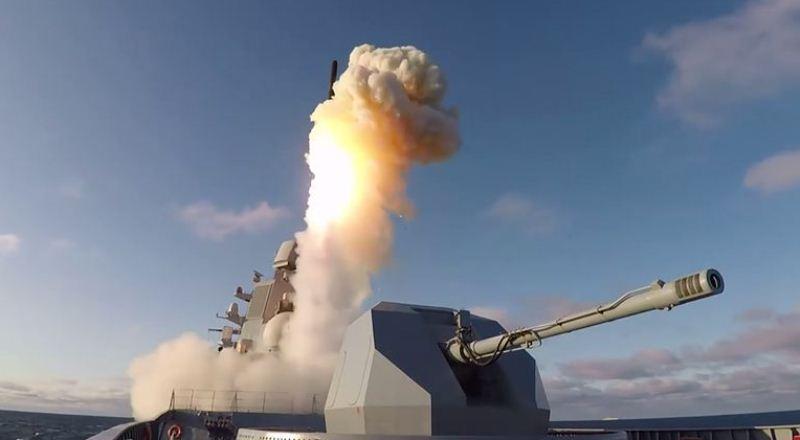 Fregat Admiral Gorshkov menembakkan rudal Kalibr
