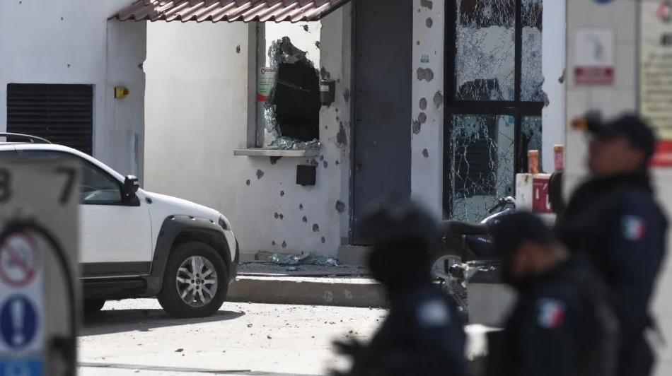 En Navolato; Sinaloa los Sicarios cobardes y llorones huyeron tras ser repelido el ataque pero regresaron con mas Sicarios a atacar a los Policías