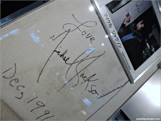Firma de Michael Jackson en el Tokyo Joypolis de Odaiba