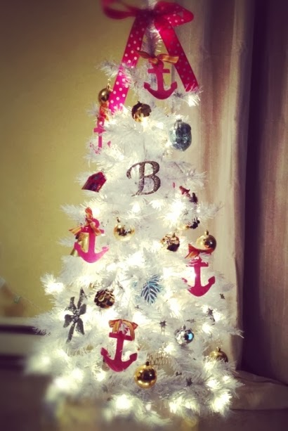 white and pink nautical Christmas tree