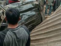 Truck Hantam Avanza Hingga Ringsek, Korban Diantaranya Anak Usia 2 Tahun