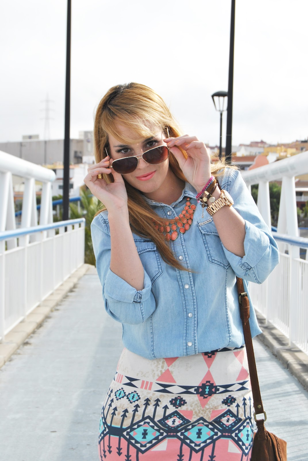 nery hdez, bulldog lovely pepa, denim, bolso flecos