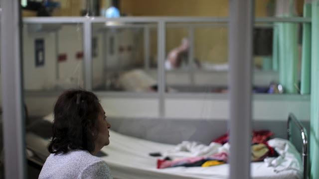 Mujer queda paralizada por una rara enfermedad que parecía un simple resfriado