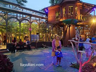 Rumah pohon Lembang Wonderland saat senja